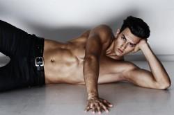 Aleks Lozhkin-Enisey Abramov-Fotografía-Fotografía erótica-fotografía erotica masculina-fotografía erotica gay-gay-desnudos-desnudos masculinos-nude-nude men